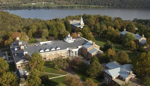 Hanover College is the Indiana Society of Chicago's 2017 Institution of the Year.
