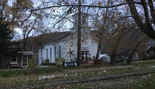 (Image of Meeting House Antiques courtesy of the Metamora, Indiana Facebook page.)