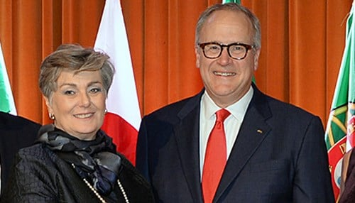John Lechleiter (on the right, pictured with International Chief Executive Officer Diane Thomas) is the 2015 International Center International Citizen of the Year.