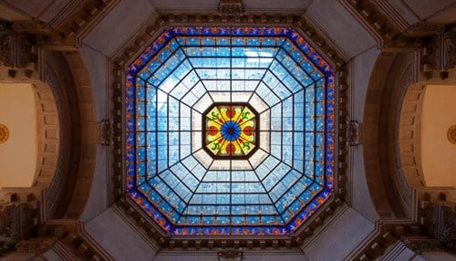 (Image of the Statehouse Interior Courtesy of The General Assembly.)
