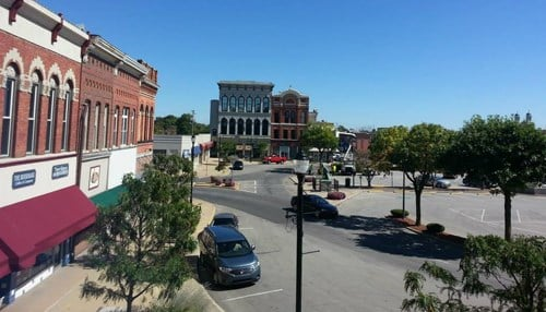 (Image of downtown Shelbyville courtesy of Mainstreet Shelbyville Inc.)