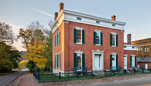 Photo of the Shrewsbury-Windle House courtesy of Indiana Landmarks